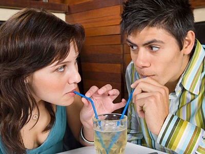 Female body language of attraction - Body Language Experts
